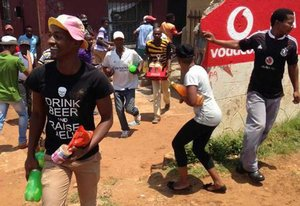 web_photo_looting1_Soweto_2.JPG
