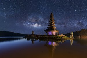 Pura-Ulun-Danu-Bratan-at-night-Bali-Indonesia.jpg