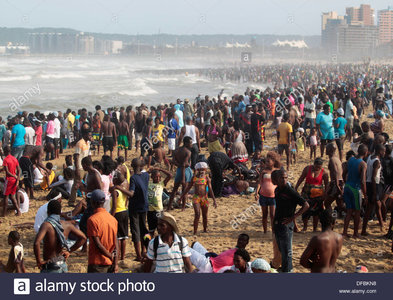 thousands-of-people-celebrate-new-years-day-on-the-durban-beach-front-DFBKN8.jpg