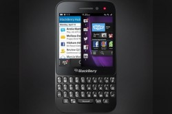 BlackBerry Q5 press shot