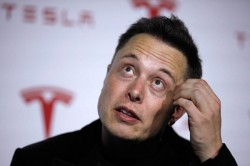 Tesla Motors Inc CEO Elon Musk talks about Tesla's new battery swapping program in Hawthorne, California June 20, 2013. REUTERS Lucy Nicholson