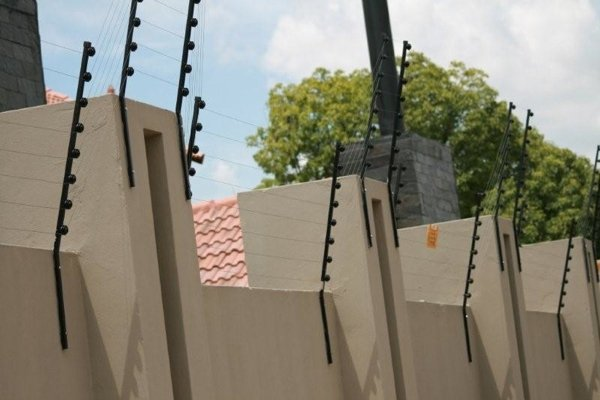 High walls around your house attract criminals – criminologist