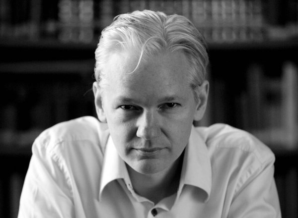 Assange warns Snowden about travelling