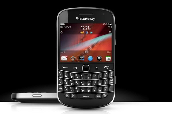 blackberry q20 goes old school with touch