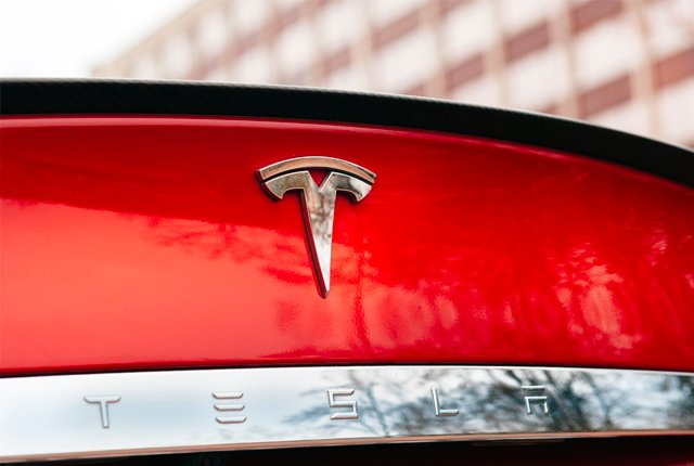 Tesla to Discontinue Production of Cheaper Model S