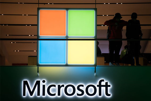 Microsoft outperforms top tech stocks as rout continues