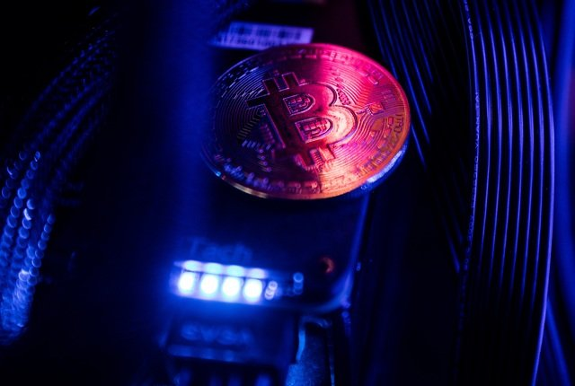 Bitcoin heads for its biggest drop in two weeks