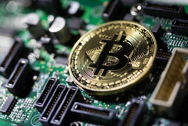 Bitcoin suffers biggest monthly loss in 7 years
