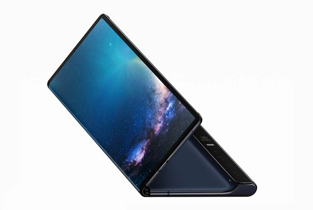 Huawei is selling 100,000 foldable smartphones a month