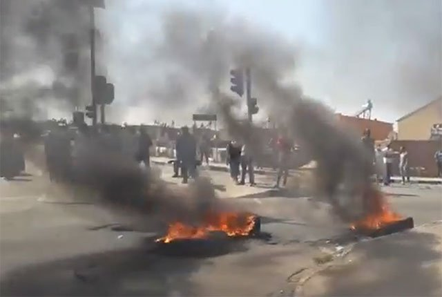 Violent protests after illegal electricity connections cut off in Alexandra