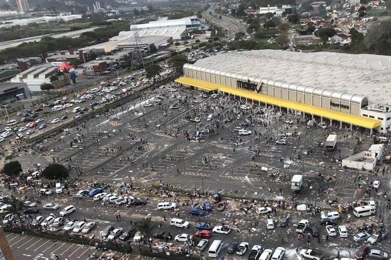 Makro looted