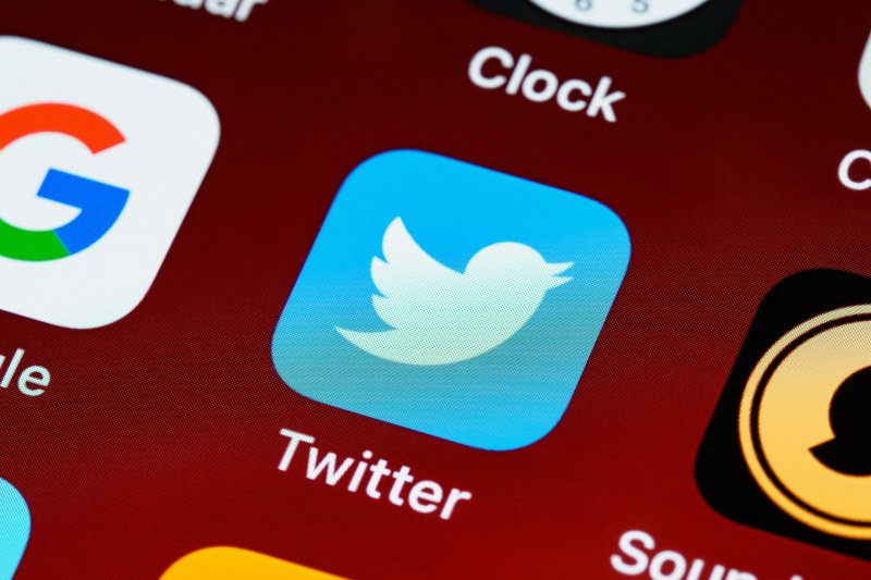 Twitter testing bot labels on automated accounts